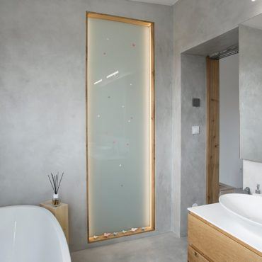 aplikace betonové stěrky Microbond v koupelně