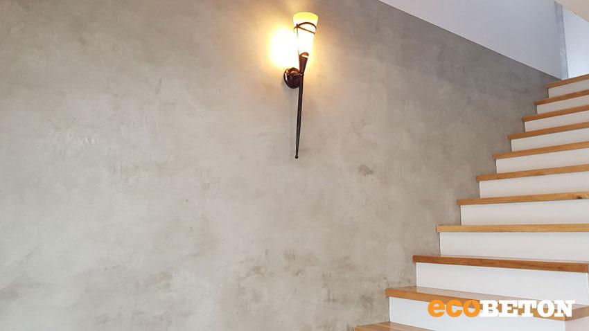 Gletovaná betonová stěrka