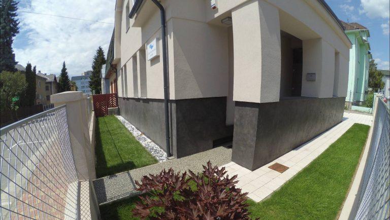 aplikace betonové stěrky Microbond v exteriéru