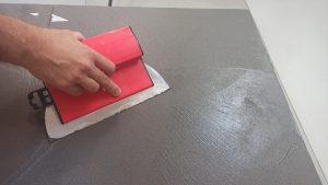 aplikace 1. vrstvy betonové stěrky MicroBond